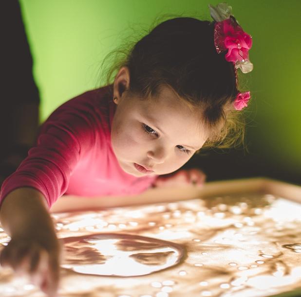 Семейный мастер-класс рисования песком
