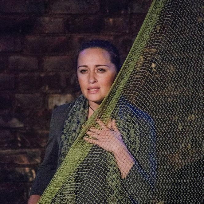 Спектакль по ранним стихам Ахматовой «А я была его женой…» со скидкой 40%