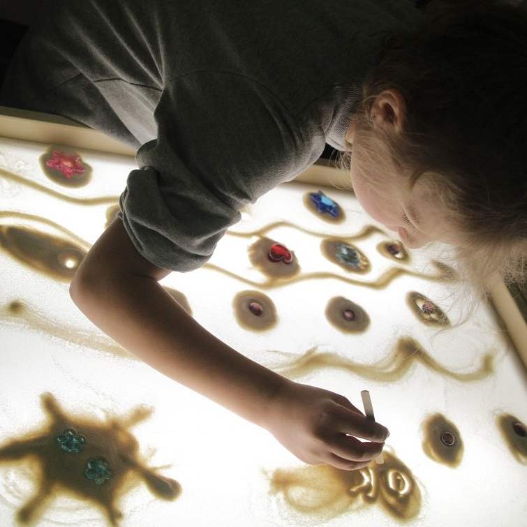 Семейный мастер-класс рисования песком SandLand со скидкой 50%