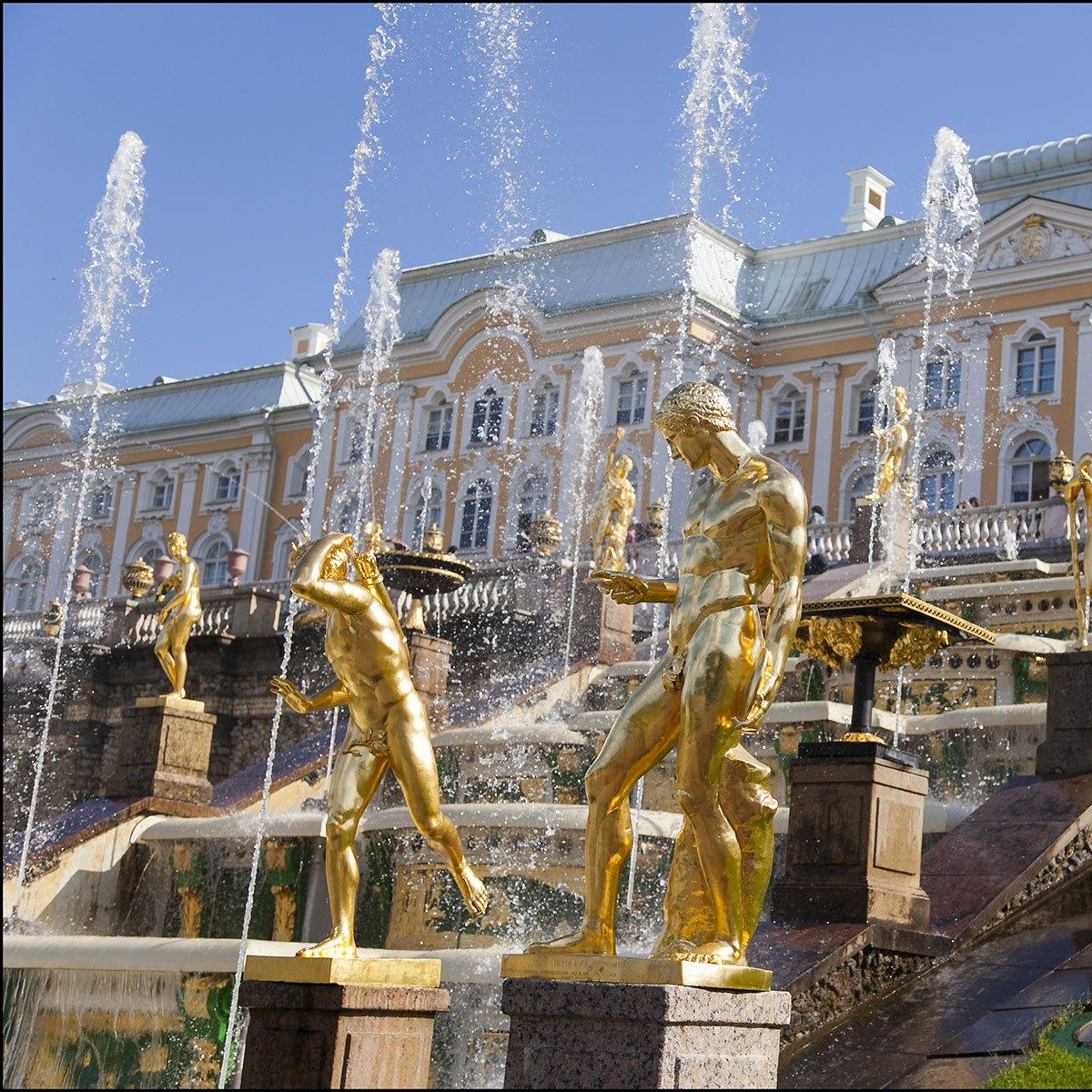 Автобусная экскурсия «Царство фонтанов — Петергоф» со скидкой 53%