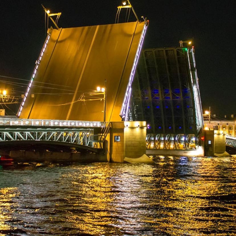 Ночные прогулки на теплоходе по рекам и каналам со скидкой 55%