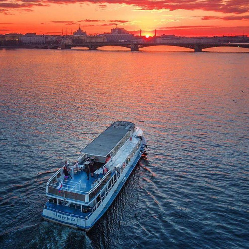 Экскурсии на катере по ночному Петербургу!