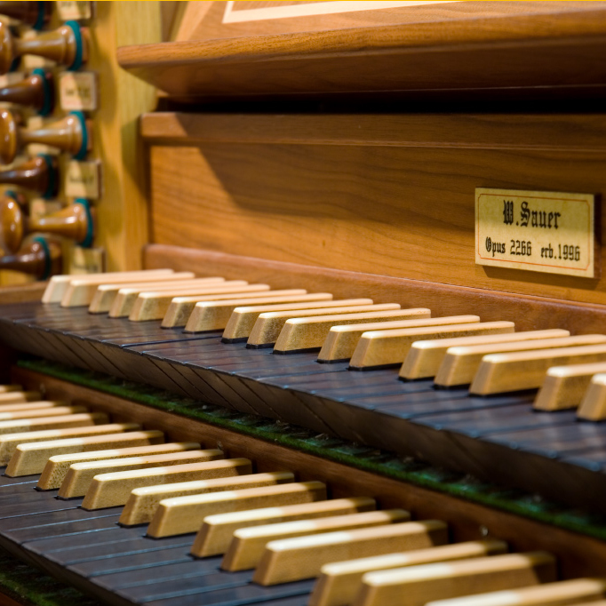 Концерт для голоса и органа «Популярная классика» со скидкой 50%