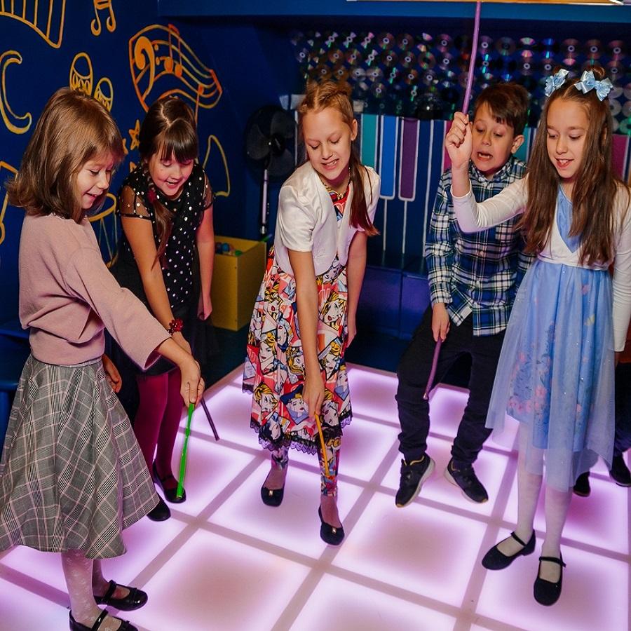 Квест для детей «Свинка Пеппа и ее друзья» от центра «Солнечный город» со скидкой 50%