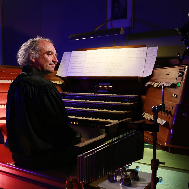 Органный концерт «Человек-оркестр и легендарные саундтреки Мишеля Леграна» со скидкой 50 %
