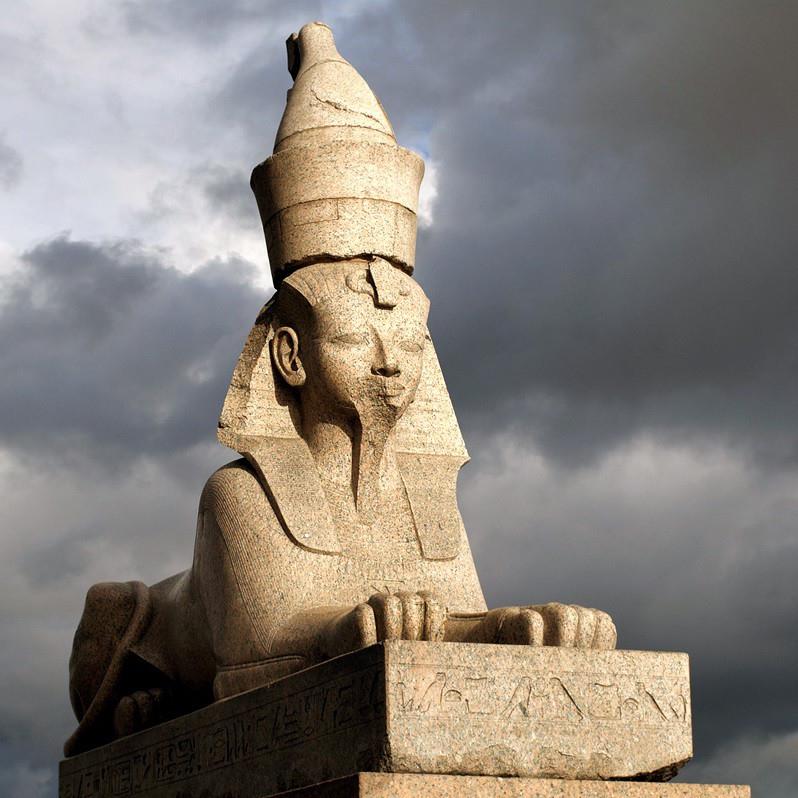 Экскурсия «Мифы, легенды и тайны Петербурга» со скидкой 44%