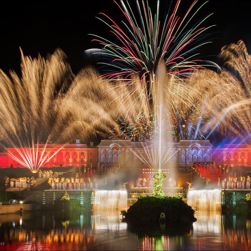 «Осенний праздник фонтанов» в Петергофе со скидкой 35%
