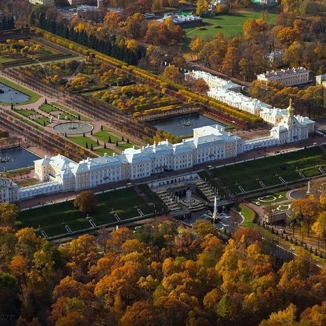 Длительная экскурсия «Петергоф – Кронштадт» со скидкой 61%