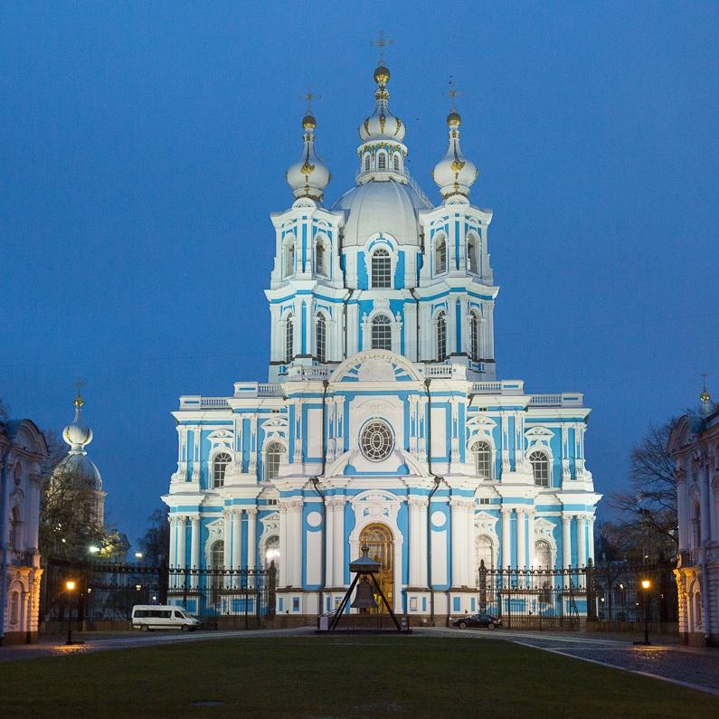Большая обзорная экскурсия по Петербургу с посещением Смольного собора со скидкой 35%