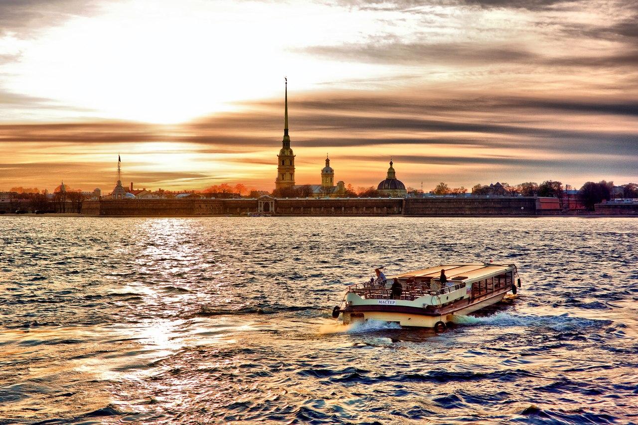 Дневные прогулки на теплоходе от Петропавловской крепости со скидкой до 60%