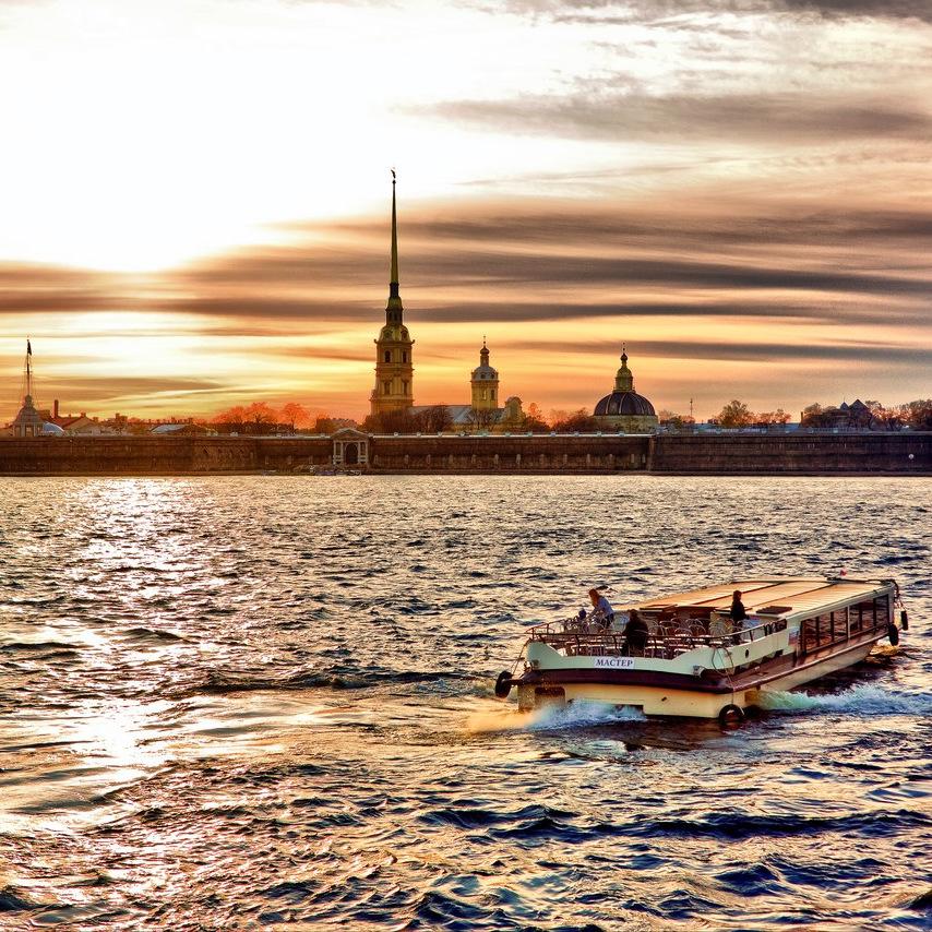 Большая обзорная экскурсия по Санкт-Петербургу и речная прогулка со скидкой 50%