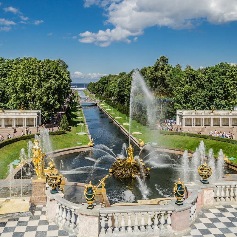 Автобусная экскурсия «Петергоф — фонтаны и парки» со скидкой 53%